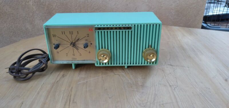 Vintage Motorola Model 56CS Clock Radio 1956