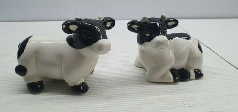 Cow retro Salt and pepper shakers set China black & white sitting standing