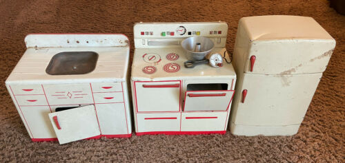 Wolverine Toy Kitchen Set Refrigerator Stove Sink Antique Plus mixer & bundt pan