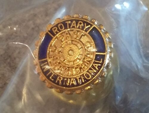 Rotary International lapel pin 7/16 diameter small pre-owned Past President