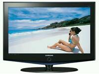 """Stylish 32"""" SAMSUNG FLAT SCREEN LCD TV with FREEVIEW"""