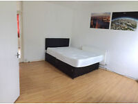 Nice Twin room is available in a house, 10min walk to Station, with double and single bed