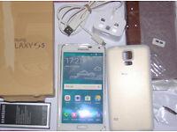 Samsung Galaxy S5 16GB White (Unlocked) Smartphone bundle