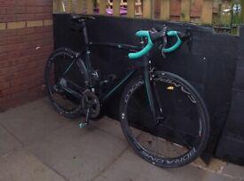 Bianchi Oltre XR2 Carbon road bike - Black/Celeste