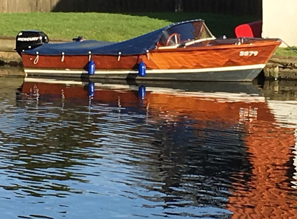 1960s Classic Wooden Speed Boat Launch