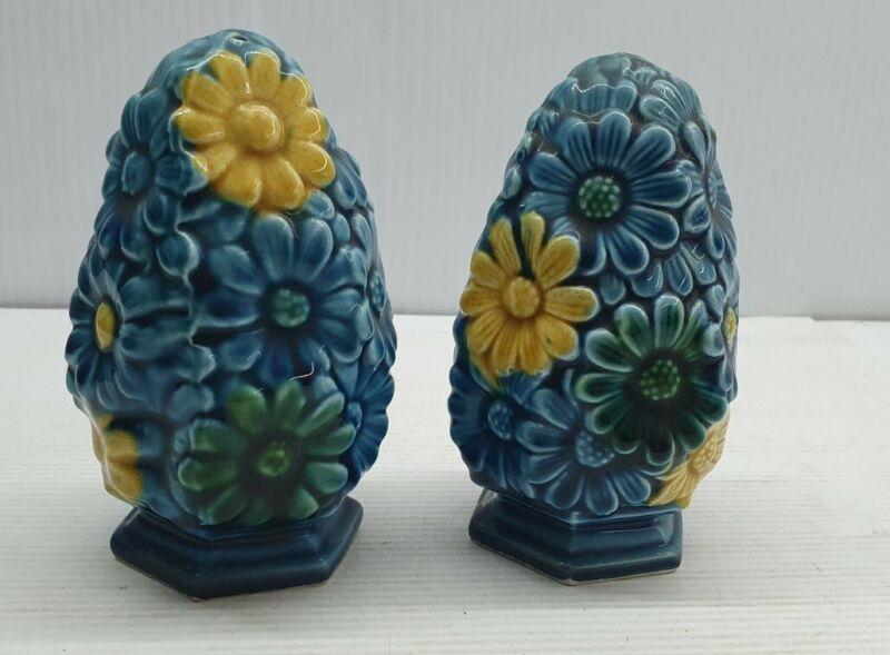 Blue floral egg retro Vintage Salt and pepper shakers set Japan ornamental