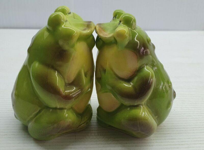 Frog kissing retro Vintage Salt and pepper shakers set Korea frogs