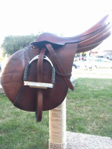 Barnsby Whitaker close contact Jump Saddle