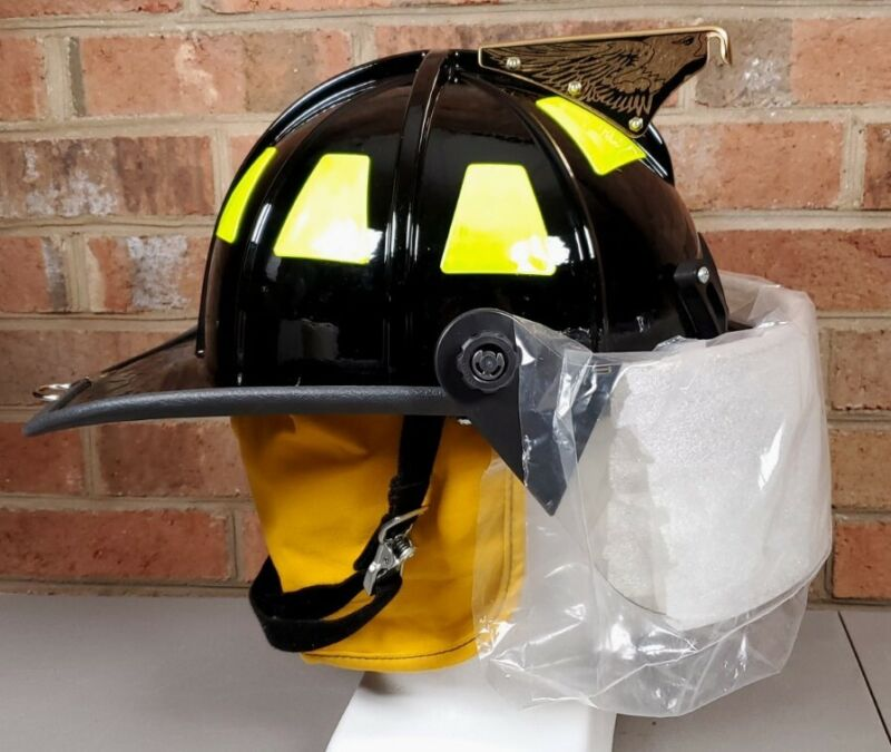 2014 Cairns & Brother 1010FSB Fire Fighter Helmet Firefighter w Face Shield NEW
