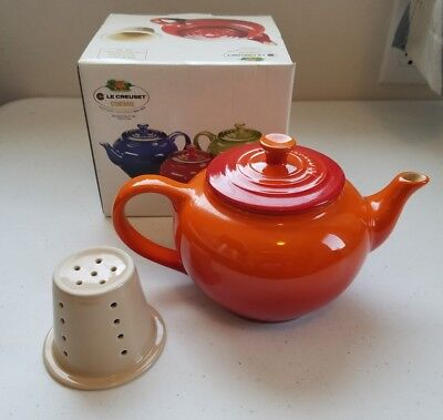 NEW LE CREUSET STONEWARE CERISE RED SMALL 22 OZ TEAPOT WITH INFUSER