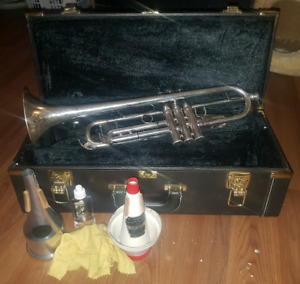 Yamaha YTR-6335HS Series II Bb Silver Pro Trumpet & Accessories