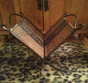 Magazine Rack for Sale - Great Condition