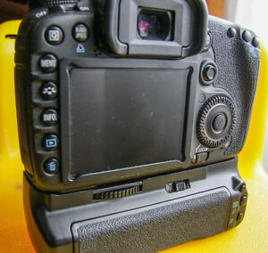 Canon 7D Mint condition - Body only w/grip -  extras available