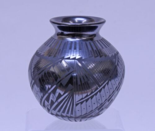 """Mata Ortiz Pottery, Mexico, by Paty Rodriguez; 4"""" x 3 3/4"""""""