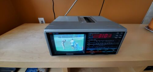 Vintage Kawasho Portable Color TV AM FM Radio - EVERYTHING WORKS!!