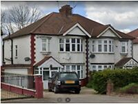 Impressive 4 bed rooms semi detached house available to rent in Hendon NW4