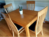 Diningroom Table and 4 Chairs