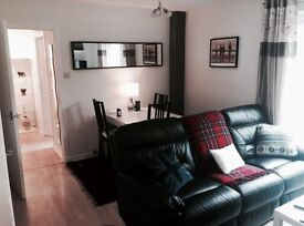 Bright double room in quiet residential area for short term let - near Gyle inc. RBS +pub. transport
