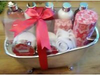 NOW REDUCED, BRAND NEW IN PACK, WINTER IN VENICE RED PATCHOULI BATH GIFT SET