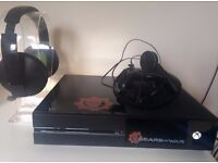 XBOX ONE 1 gamecontroller 3 games 2 headsets