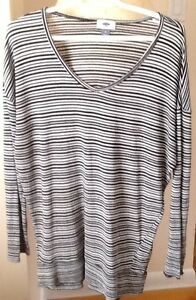 8 TOPS, $5-$10, sizes M -XL: black & white OLD NAVY size M, $5;
