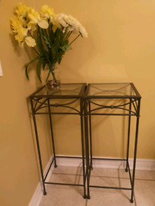 Corner table stands