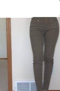 BRAND NEW PANTS & CAPRIS FOR SALE