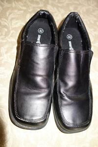 Boys Smart Fit Slip on Shoes Size 4 1/2