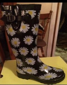 Nwt and in box cute rubber boots