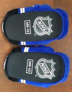 Men's Size 9-10 Toronto Maple Leafs Slippers London Ontario image 4