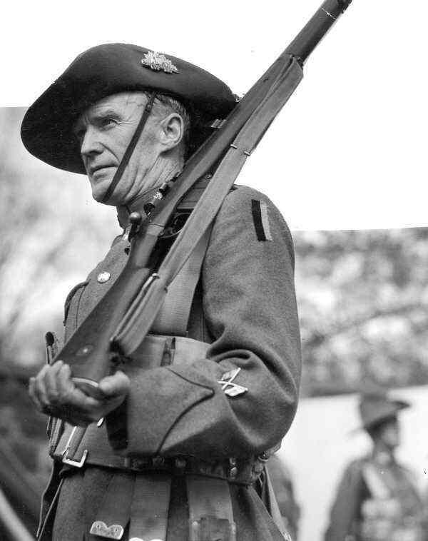 WW2  Photo Australian Soldier Enfield Rifle  Australia WWII World War Two ANZAC