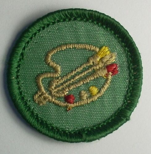 VINTAGE GIRL SCOUT BADGE - Drawing & Painting - pinstripe - plastic back