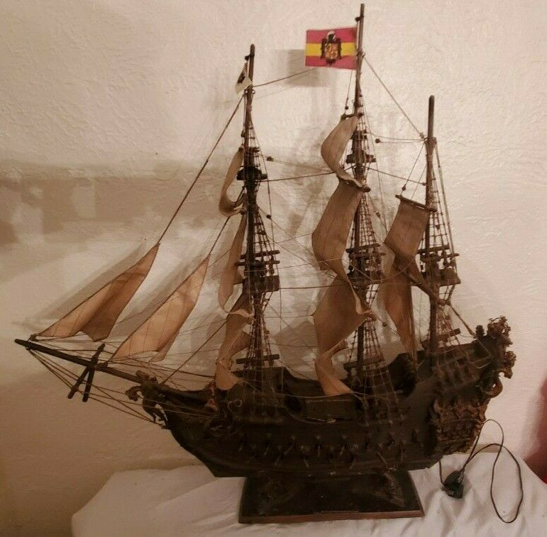 FANTASTIC 32 inch wood model antique spanish galleon gun ship with lights & Flag