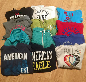Lot of 45 Women's Small Tops including Hollister/Roxy/AE and mo