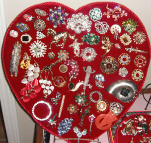 Assorted Vintage Brooches Pins