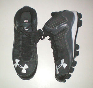 Under Armor Mid Football Size 7.5 Cleats London Ontario image 1