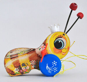 FISHER PRICE QUEEN BUZZY BEE #444 VINTAGE 1962 PULL TOY GREAT