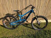 YT Tues CF Pro DH Bike - 2015 Medium in Blue