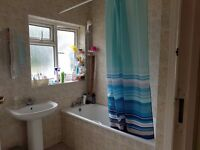 BRIGHT DOUBLE ROOM 2MIN FROM PICCADILLY LINE, SKY TV INCLUDED
