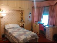 Female twin room to share-short stay
