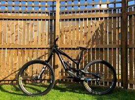 YT Industries Tues AL Comp Black 2015 Medium Downhill Bike