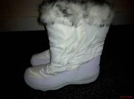 Mountain warehouse white snow boots size 7 ladies