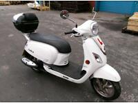 SCOOTER: SYM FIDDLE III 125cc, 6 MONTHS OLD, ACCESSORISES ALL INCLUDED!!!! WARRANTY INCLUDED