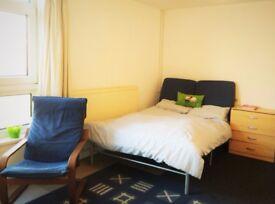 Room to let - 5 mins to Cosham Station, 15 mins to QA hospital