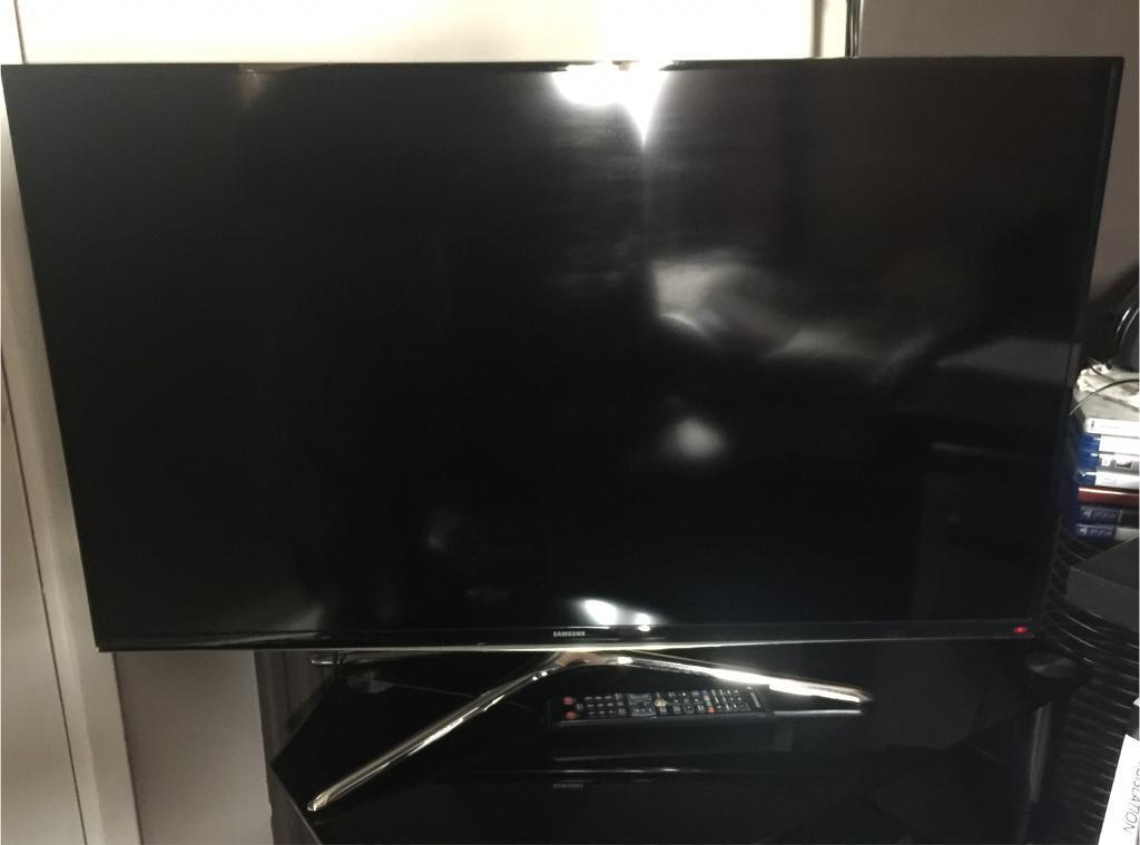 "Samsung 40"" 1080p Full HD 3D LED Smart TV with PS4"