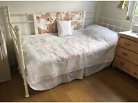 WHITE METAL FRAME SINGLE BED WITH MATTRESS AND DRAWERS £35 ONO
