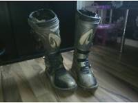 Crosser boots size 8