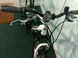 Hybrid bike. Men or ladies. 3 month old. Totally new. Used twice