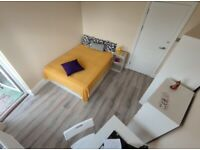 STUNNING DOUBLE ROOM WITH BALCONY IN CAMDEN TOWN