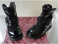 LELLI KELLY FLORENCE (TYPE 8604) VERO VERNICE – LITTLE GIRLS BOOTS IN BLACK PATENT LEATHER